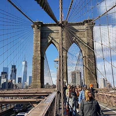 Walking_Brooklyn_Bridge_400px